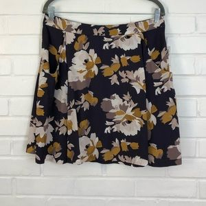 Old Navy Drapey Mini Skirt Gray Floral Medium